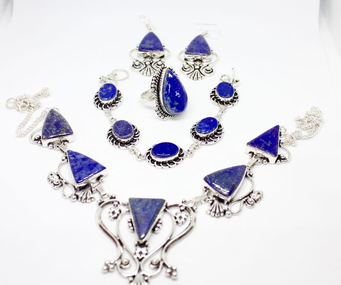 Set of 4 lapis lazuli jewels - 148 g