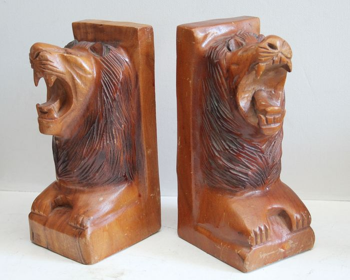 Hand-carved bookends with lion heads - Wood