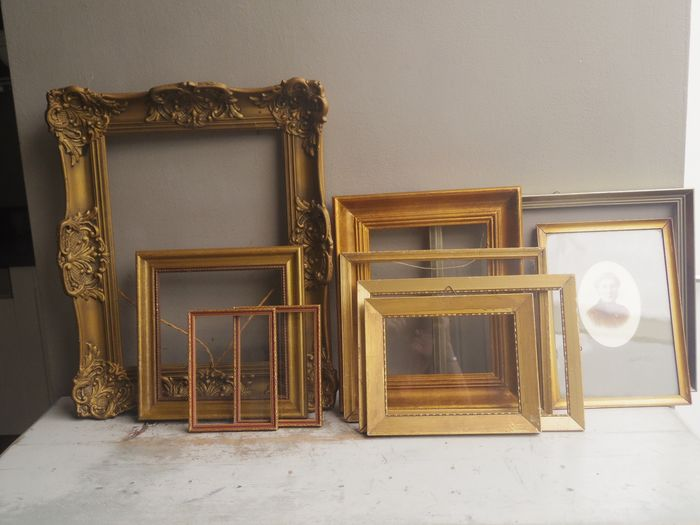 Collection of authentic antique or old gold-colored patina frames (10) - wooden and 1 with plaster