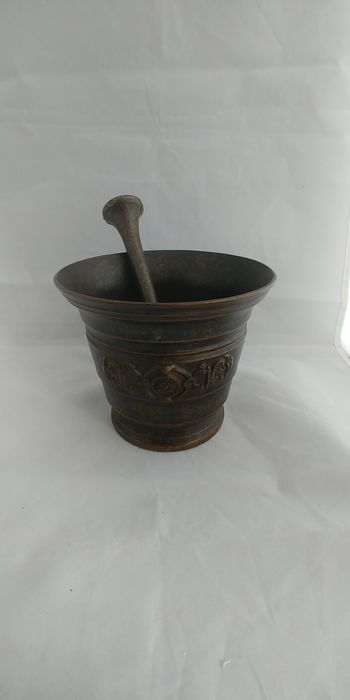 mortar and pestle - Bronze