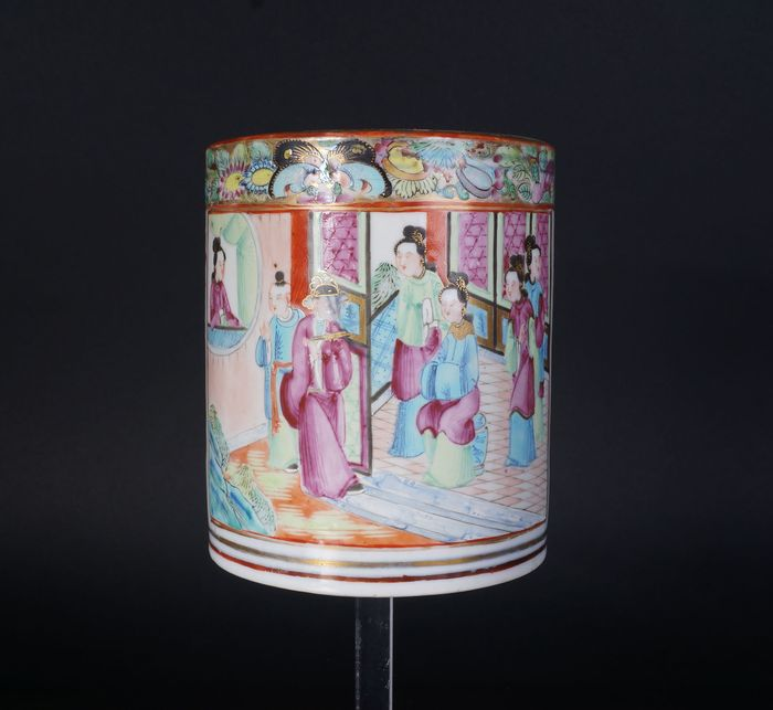Brushpot 'bitong', large Canton brush pot decorated with characters (1) - Canton - Porcelain - China - 19th century