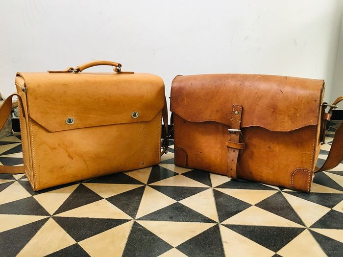 Beautiful old Leather Postman Bags, 20th Century 'France' (2) - Leather