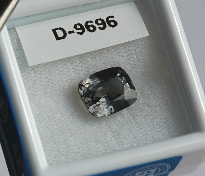 Grey Spinel - 2.57 ct