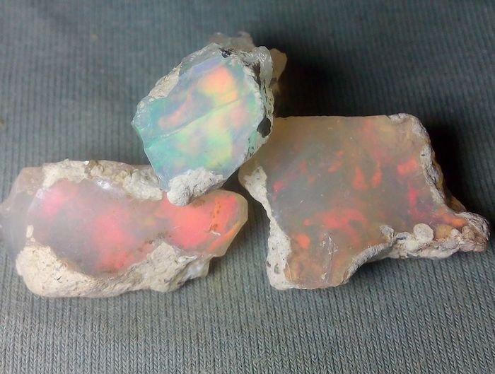 29.7 cts Good Quality Opal - Rough - 5.94 g