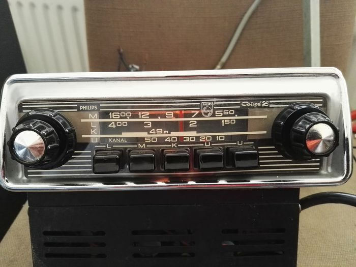 Klassisches philips-autoradio mit fm - Philips Coupe SE, lmku radio - 1952-1964