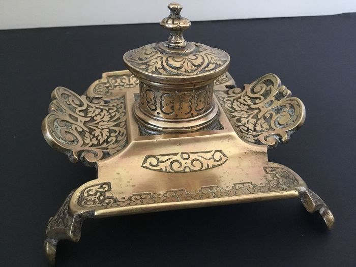 Antique inkwell incl. Inner jar with pen holder