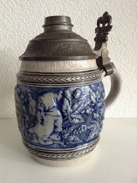 Reinhold Merkelbach - Westerwald antique stoneware beer mug with gnomes and pewter lid (1) - Stoneware.