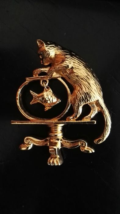 AVON Gold-plated, Cat with fish MOVING - Brooch