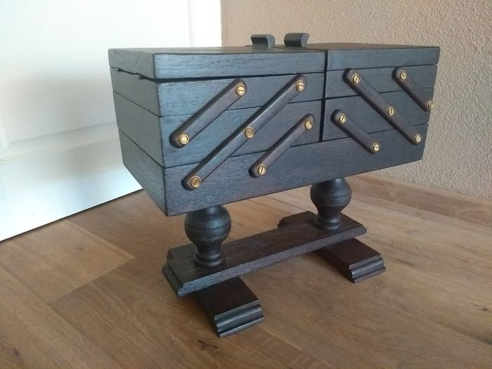 Beautiful sturdy sewing box on two ball feet - Wood