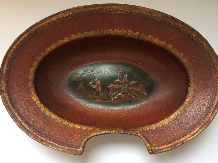 Red and Gold Lacquered Beard Dish with Chinoiserie Landscape Decor - Papier-mache - Early 19th century