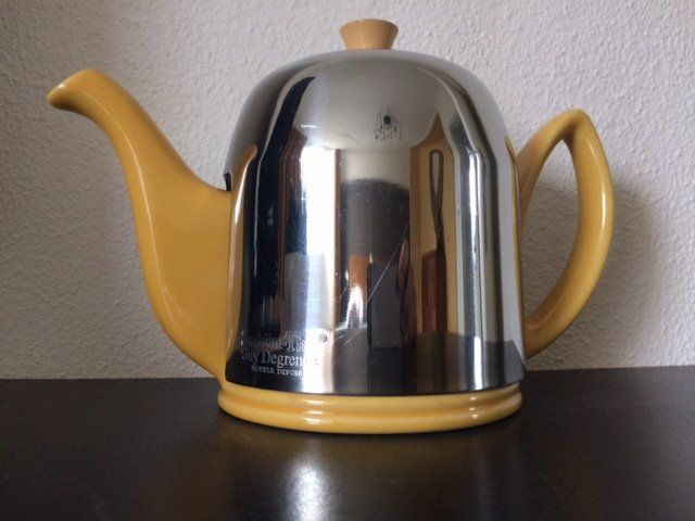 "Keep warm teapot - ""Guy Degrenne Salam-Thé""; ""Depose"" model. - porcelain and stainless steel"