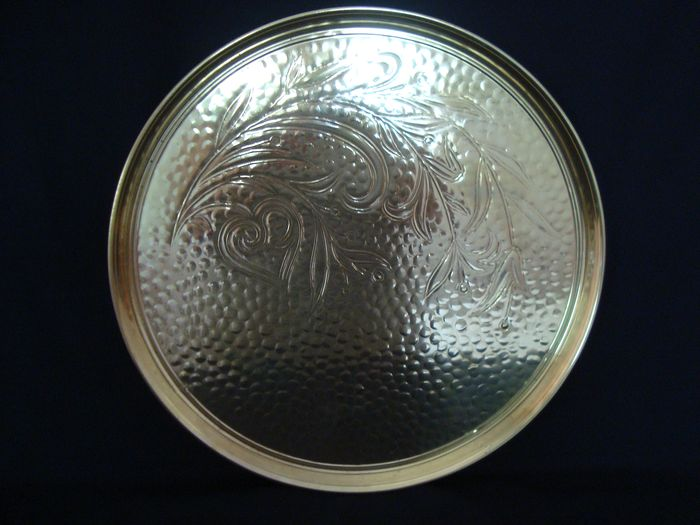 Large engraved hammered plate - Brass