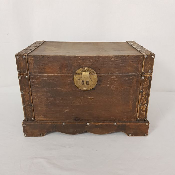 Decorative chest with copper and iron fittings - Wood