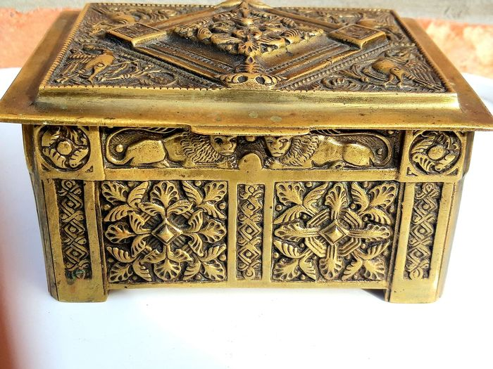 Large and old jewelry box - late nineteenth - Bronze (gilt/silvered/patinated/cold painted)