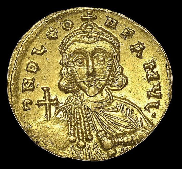 Roman Empire - AV Solidus, Leo III, the Isaurian, with Constantine V (AD 720-741), circa AD 737-741. - Gold