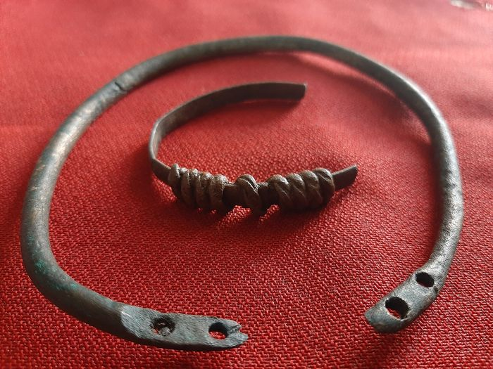 Late Roman/Early Byzantine Bronze Roman bracelet and bracelet - Roman legionnaire - - (2)
