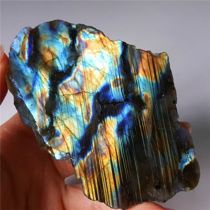 Natural Labradorite Specimen - 69×60×14 mm - 106 g