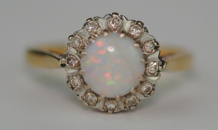 Diamond (0.25ct) & Natural Solid Opal (1.3ct) - 18 kt. Yellow gold - Ring