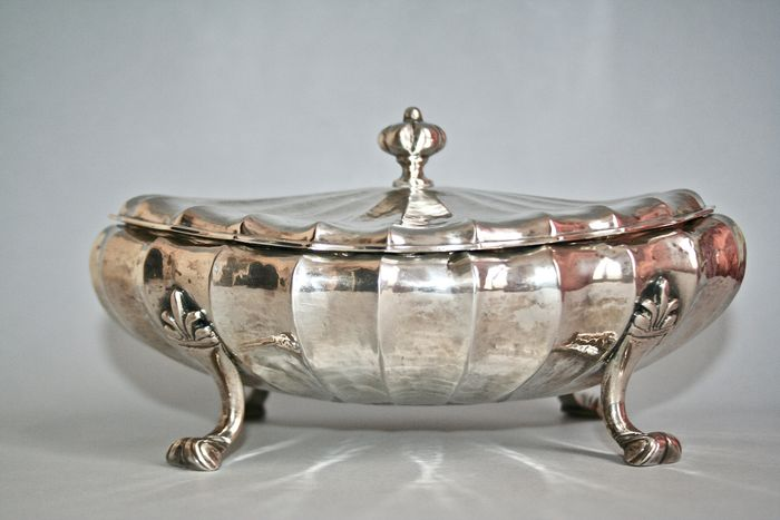 Box with lid - .800 silver - A. Passoni, Venezia - Italy - First half 20th century
