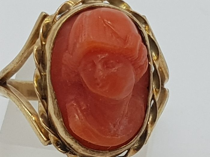 Vintage Yellow Gold Carved Coral Ring - Beautiful piece - 14 carats Or jaune - Bague corail