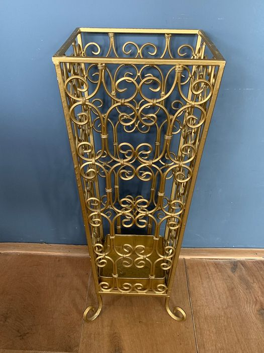 Large Golden umbrella stand with curls, on legs - Gold cast iron