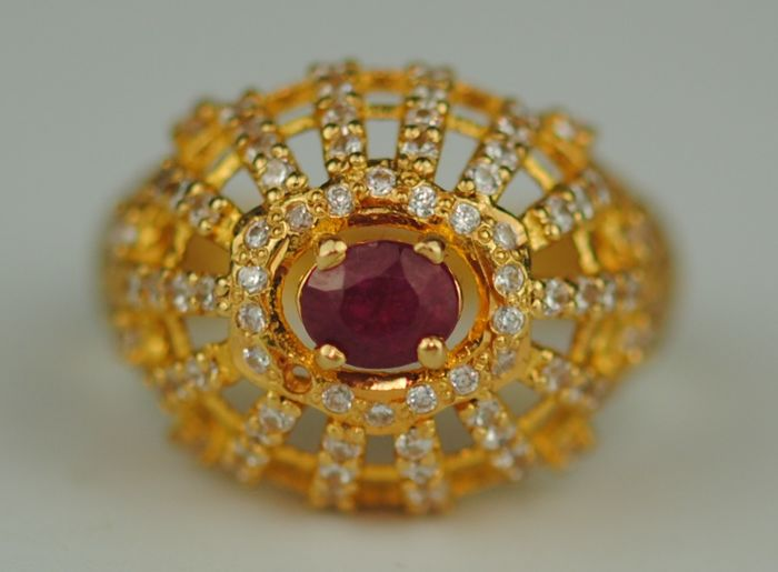 Natural Ruby (0.60ct) - 22 kt. Yellow gold - Ring