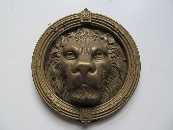 Large brass door knocker with lion head - Brass