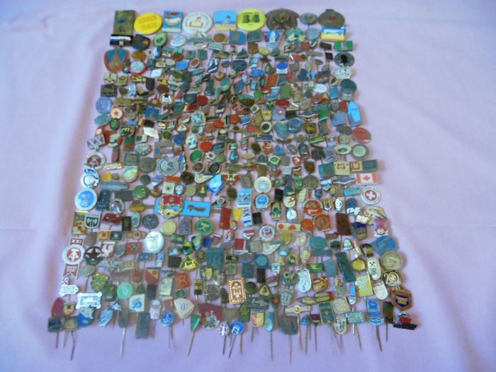 Mint - Collection of badges signs (450) - Aluminium, Bronze