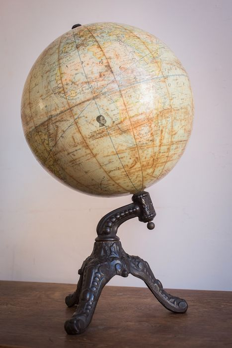Globe (1) - Iron (cast/wrought), Plaster