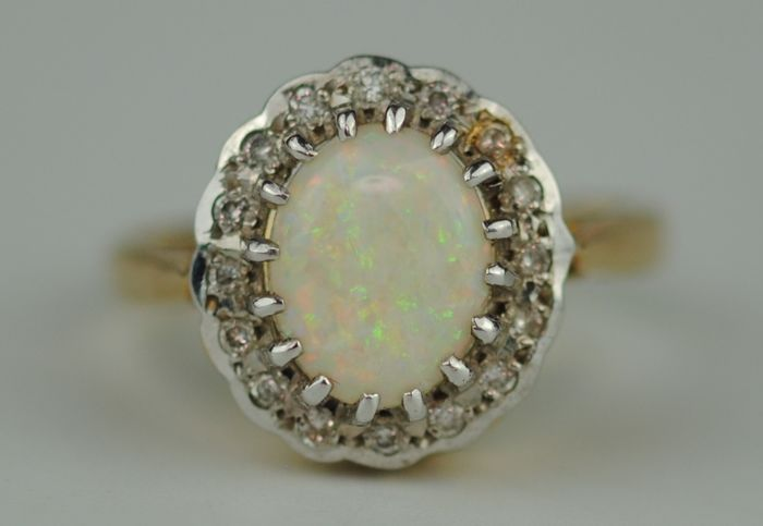 Diamond (0.16ct) & Natural Solid Fiery Opal (1.65ct) - 18 karaat Geel goud - Ring