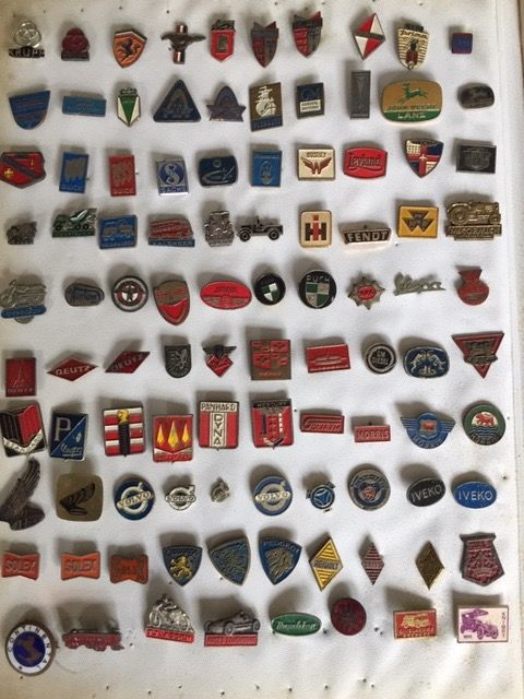 Pins from car / motorcycle / tractor / moped brands (555) - Metal / tin / enamel / plastic