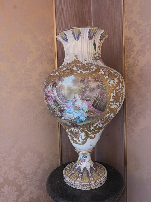 Vase with polychrome decoration in a gallant scene (1) - Porcelain - Late 19th century