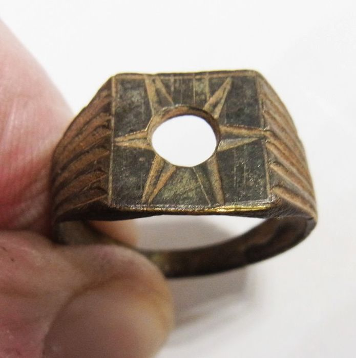 "Post-medieval Bronze Interesting RING ""STAR"" - 18.6 mm"
