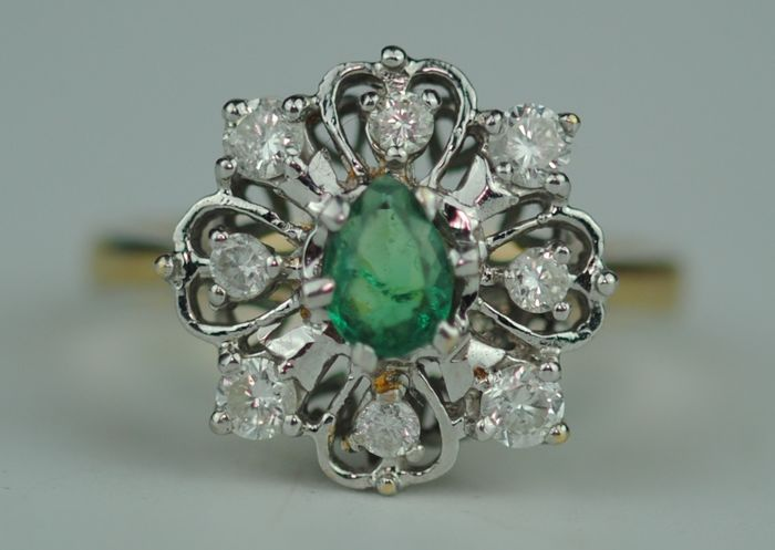 Diamond Halo (0.50ct) & Pear-Cut Emerald (0.45ct) - 18 kt. Yellow gold, White gold - Ring