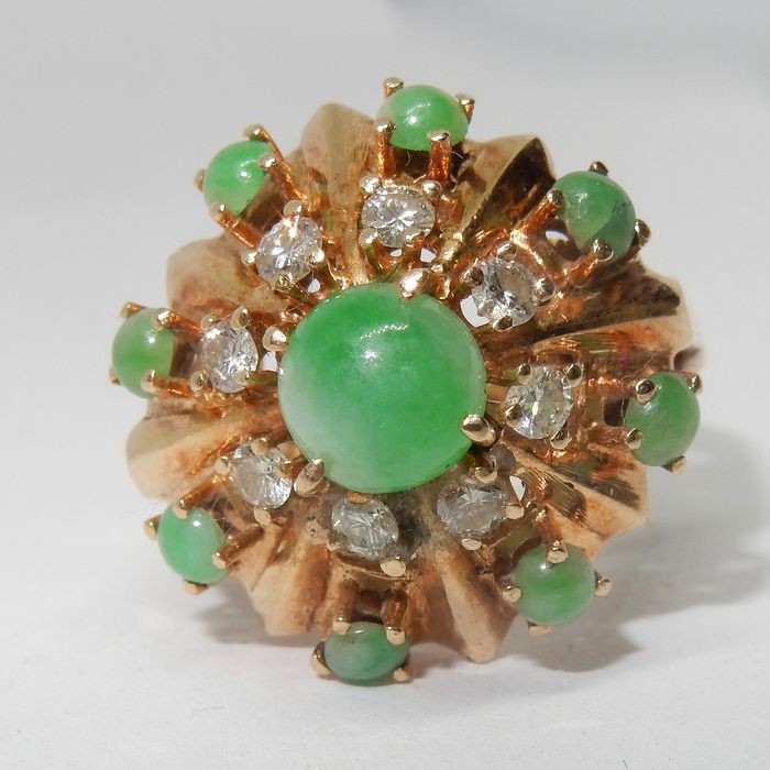 Y J - 14 kt. Gold, Yellow gold - Ring, About 3 carats total - 1.40 ct jade - Diamonds, Jades