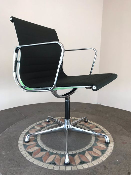 Charles Eames - ICF - Office chair - EA 117