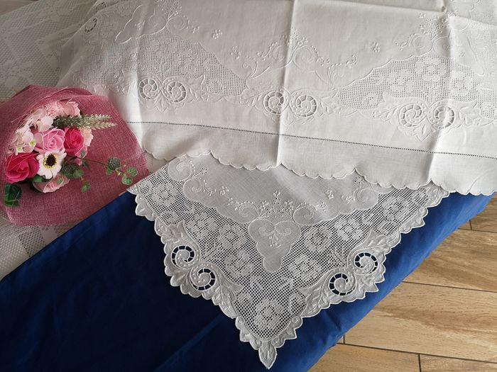 Spectacular Sheet in pure linen with Sicilian catwalk embroidery and intaglio completely by hand - Linen - After 2000