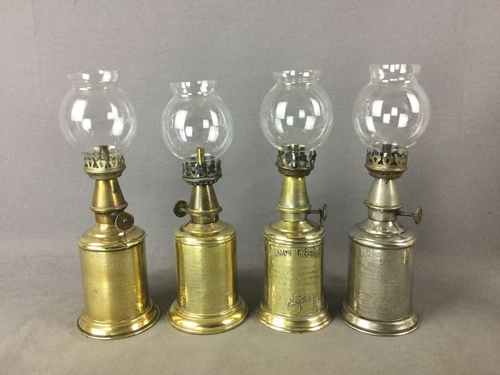 charles pigeon  - set of 4 Pigeon gasoline lamps - Brass, Glass