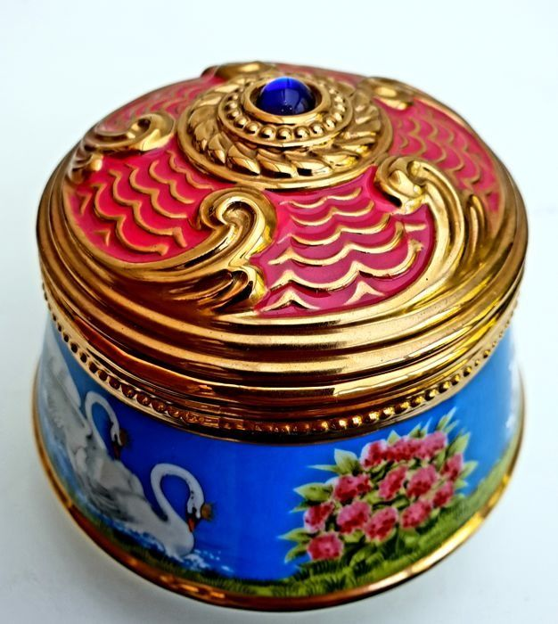 "Fabergé - Faberge Imperial Music Box Collection ""Swan Lake"" - Fine Porcelain, 24 carat gold"