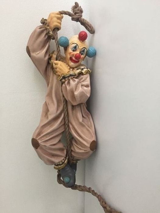 Jun Asilo - Clown hanging on a rope - Resin/Polyester