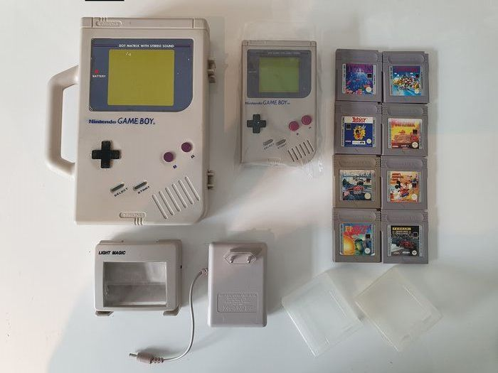 Nintendo DMG-01 1989+Limited Edition Nintendo Carrier Case, Magnifier, Battery Pack - Gameboy Classic +8 games (62) - In original box