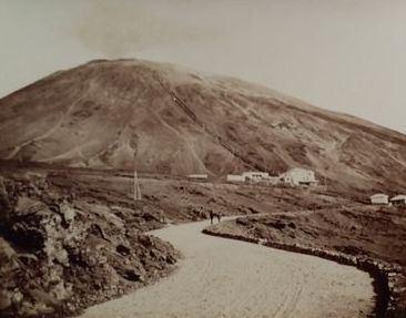 Unknown - Italy, Naples - Landscape with the fuming Vesuvius - Albuminphoto ca. 1880/1890