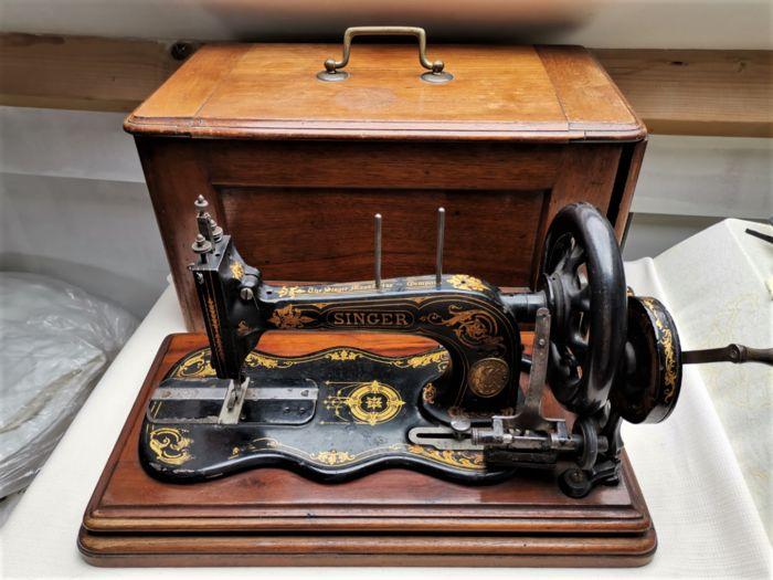 Singer - Singer sewing machine with violin sheet and dust cover (1871-1880) (1) - Iron (cast/wrought), Wood