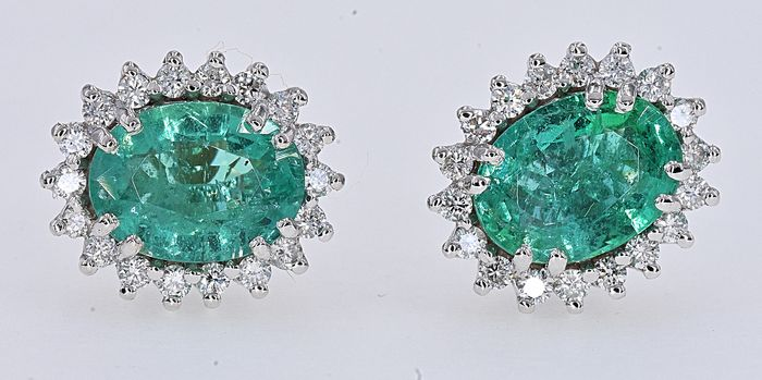 18 kt. White gold - Earrings - 3.04 ct Emerald - Diamond