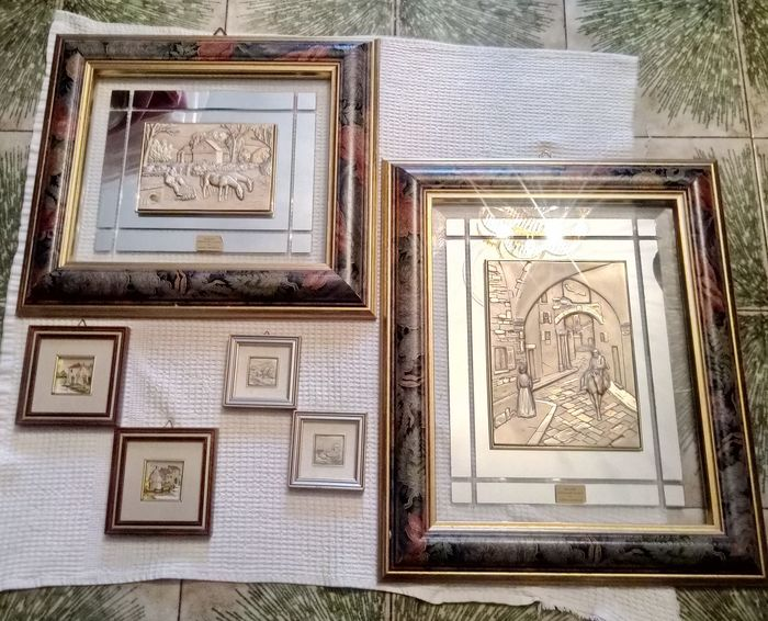 Lot consisting of eight paintings, six of which in 925‰ silver leaf, two in 23 karat gold leaf.