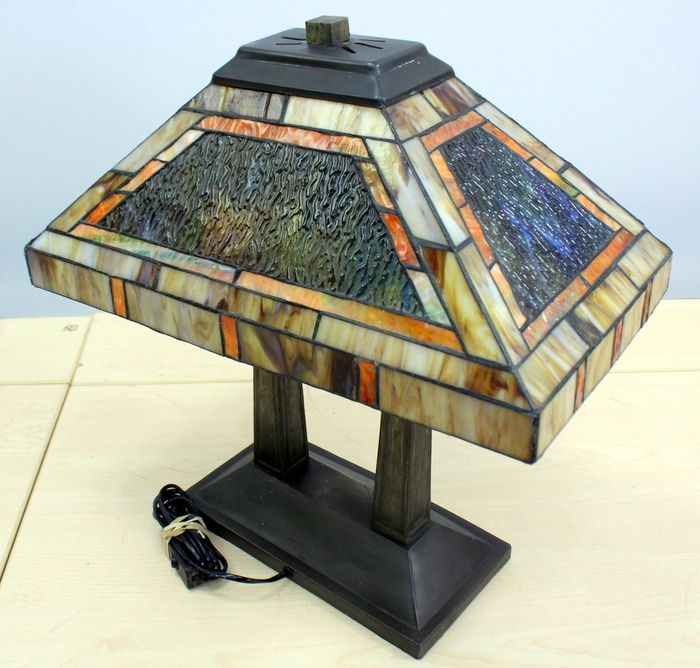 A Tifanny-style table lamp, 2 lights - Glass (stained glass), metal