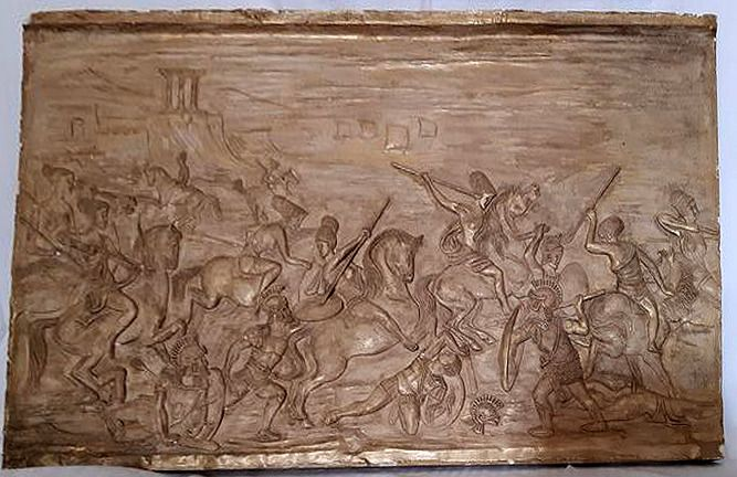 A beautiful, gilded relief of a Roman war. - Plaster