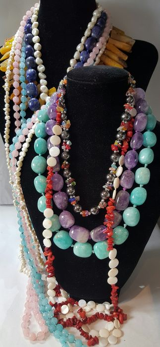 Lapis lazuli, amethyst, amazonite, agate, cultivated pearls... necklaces - 640 g - (10)