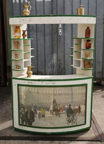 Nostalgic English mobile show or sales stall made of wood in green-white paint - Wood