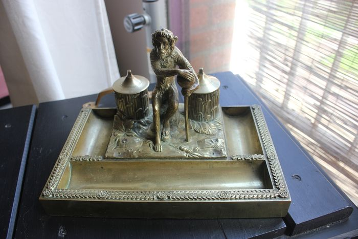 Double inkwell brass decor monkey with scepter